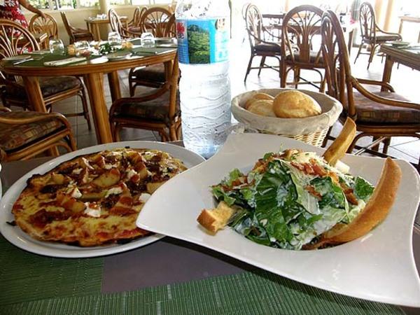 タヒチのレストランは一皿の量が多くてびっくり!